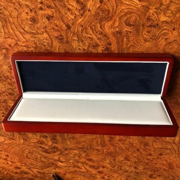 Etue, dřevěná mahagonová krabička na mince